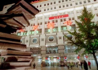 入夜后的北京图书大厦高清图片