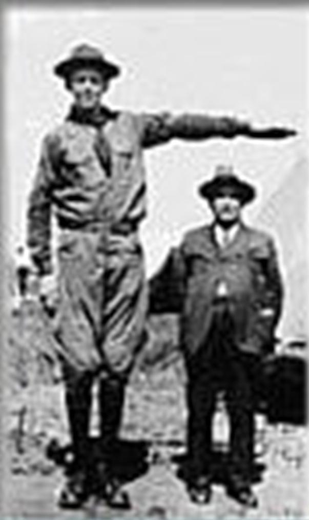 身着童子军制服的瓦德罗; 多米尼克·扎尔迪; > 罗伯特·潘兴·瓦德罗