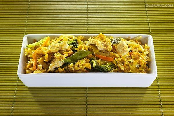 咖喱鸡肉饭和蔬菜 泰国