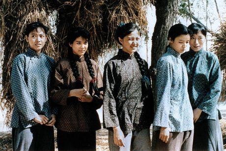 五个女子和一根绳子