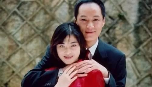 冯远征的《不要和陌生人说话》,是童年阴影之一,他的话剧也是从父母演技爱情三十集电视剧图片