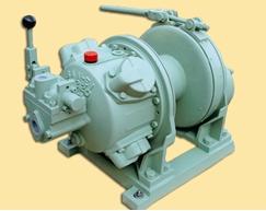 气动卷扬机是以空气压缩机提供的压缩气体为动力源的一种卷扬机,与图片