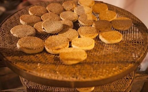 其中,广式月饼更是以考究的用料,精细的工艺,严谨的制作,使图片
