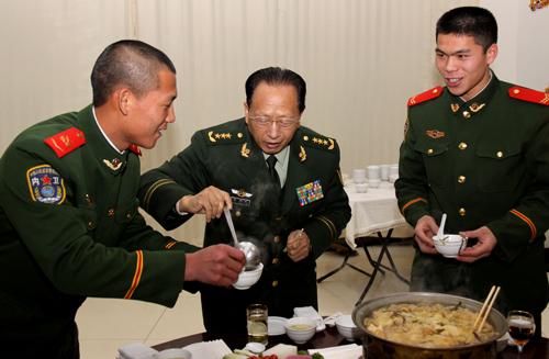 温州苍南籍前中共高级军官肖**中将的直接领导退二线到全国人大去了