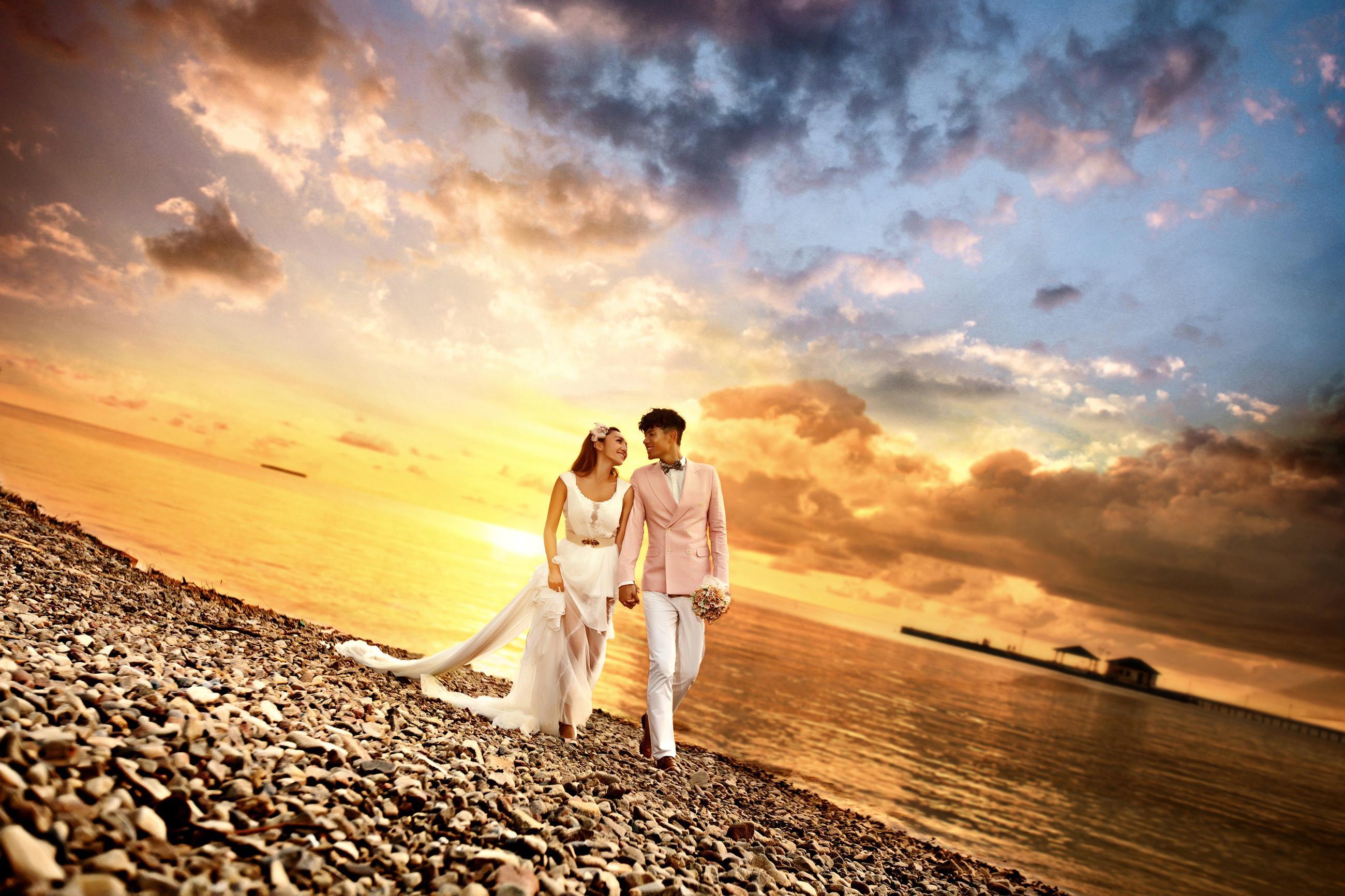 拍婚纱照之前的姿势和表情练习一,对着镜子做练习高清图片