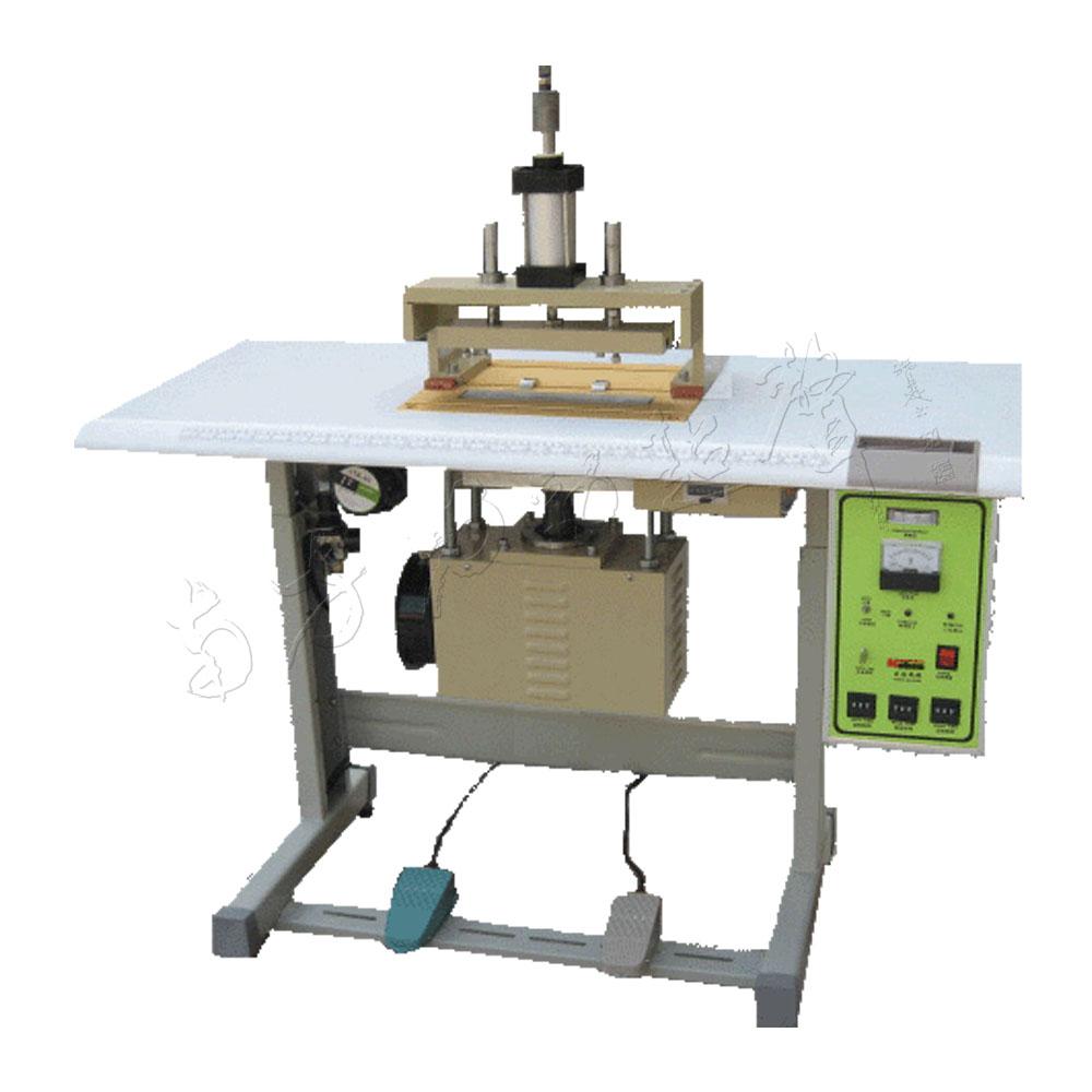 运用气动装置设定要求的长度,气动剪刀自动剪切,气动机械手自动摆放在图片