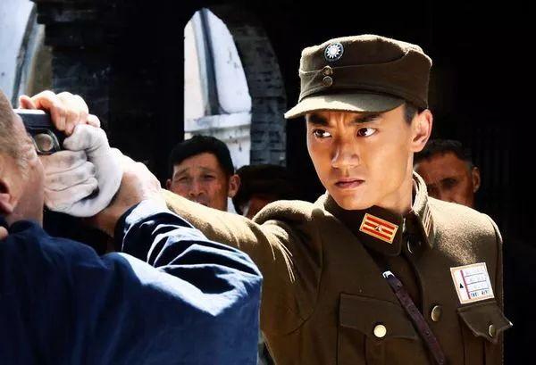《正者无敌》中一身正气的国民党军官郑冲, 《义者无敌》中的军阀