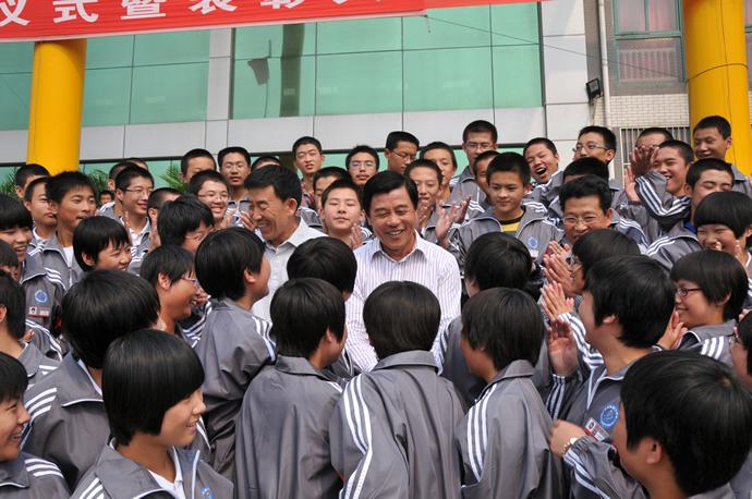 迁西一中荣誉校长韩敬远与 静远班 学生在一起