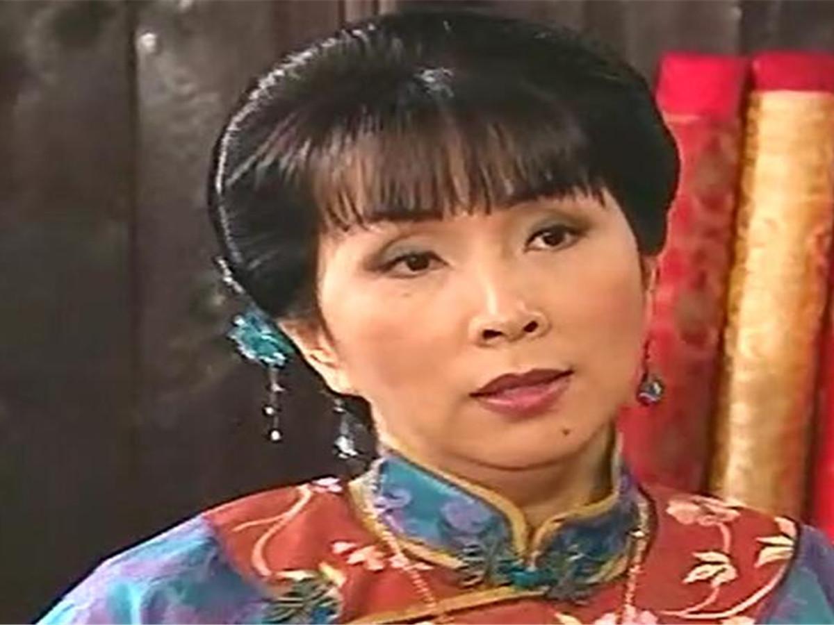 电视剧《银楼金粉》中的本来奶奶之一(陈秀珠饰),主要是尚家大人物韩国电视剧教授教出轨的图片