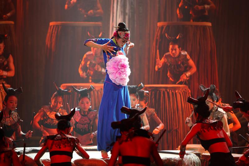 杨丽萍孔雀舞造型图片大全 杨丽萍孔雀舞惊艳全场