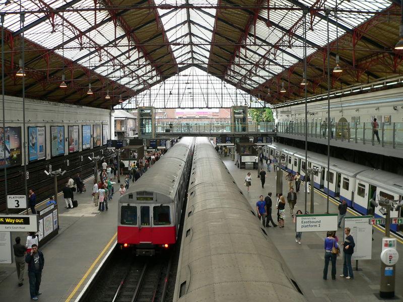 ディストリクト线中心駅の 高清图片
