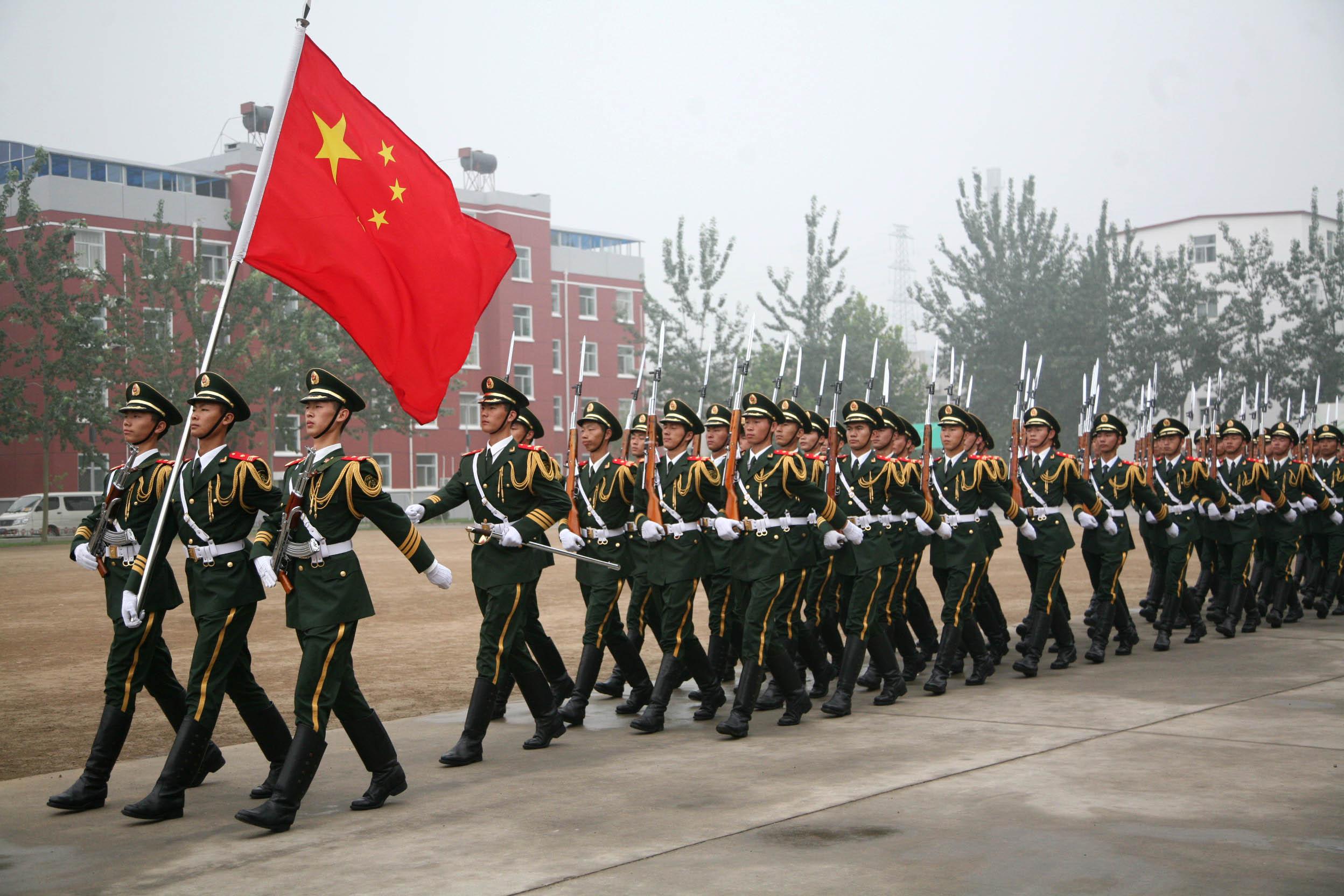 这是武警07式国旗护卫队礼宾服 新华社发 李光印摄 高清图片