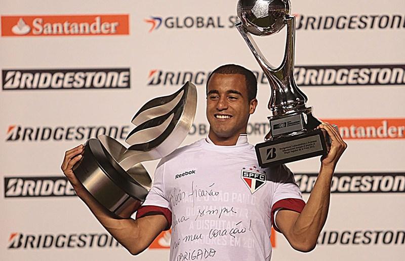 2012南美杯冠军最佳球员小卢卡斯