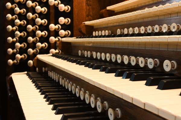 管风琴;; 演奏台;; > 管风琴图片