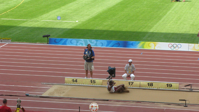 三级跳沙坑_图片说明:北京奥运三级跳沙坑; 三级跳;; 北 京 奥 运 三 级 跳 沙