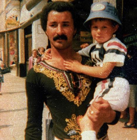 童年的吉格斯和父亲合影