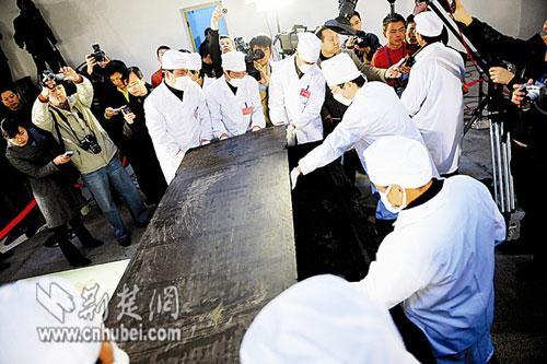 荆州博物馆工作人员考古图片