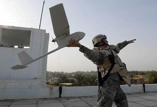 美军士兵放飞 大乌鸦 无人机 美军高度评价 大乌鸦高清图片