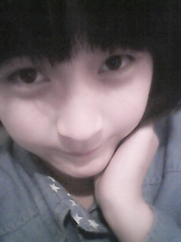 齐刘海美女素颜套图分享展示图片
