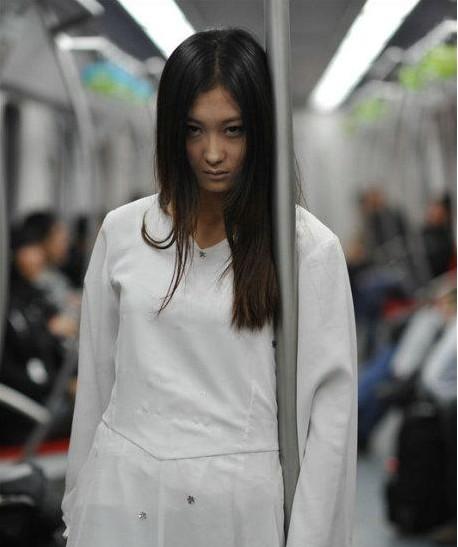 地铁遇长发白衣女鬼