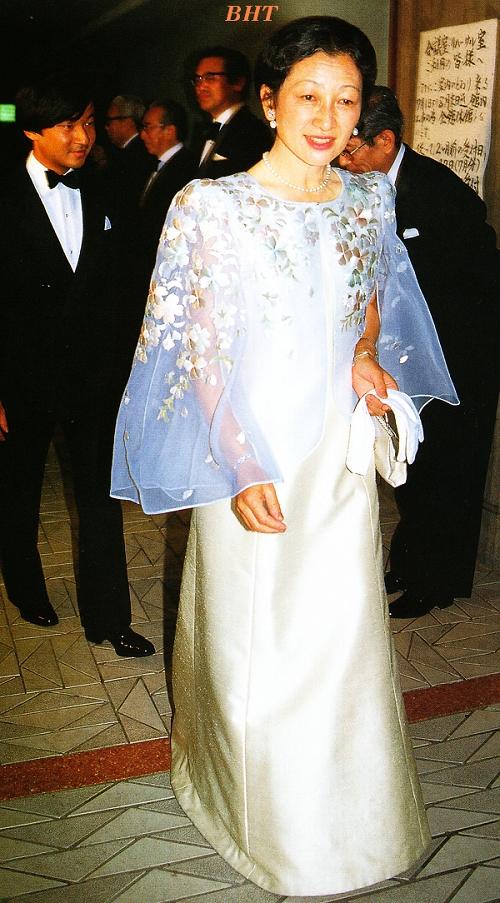 日本皇后美智子的礼服与和服
