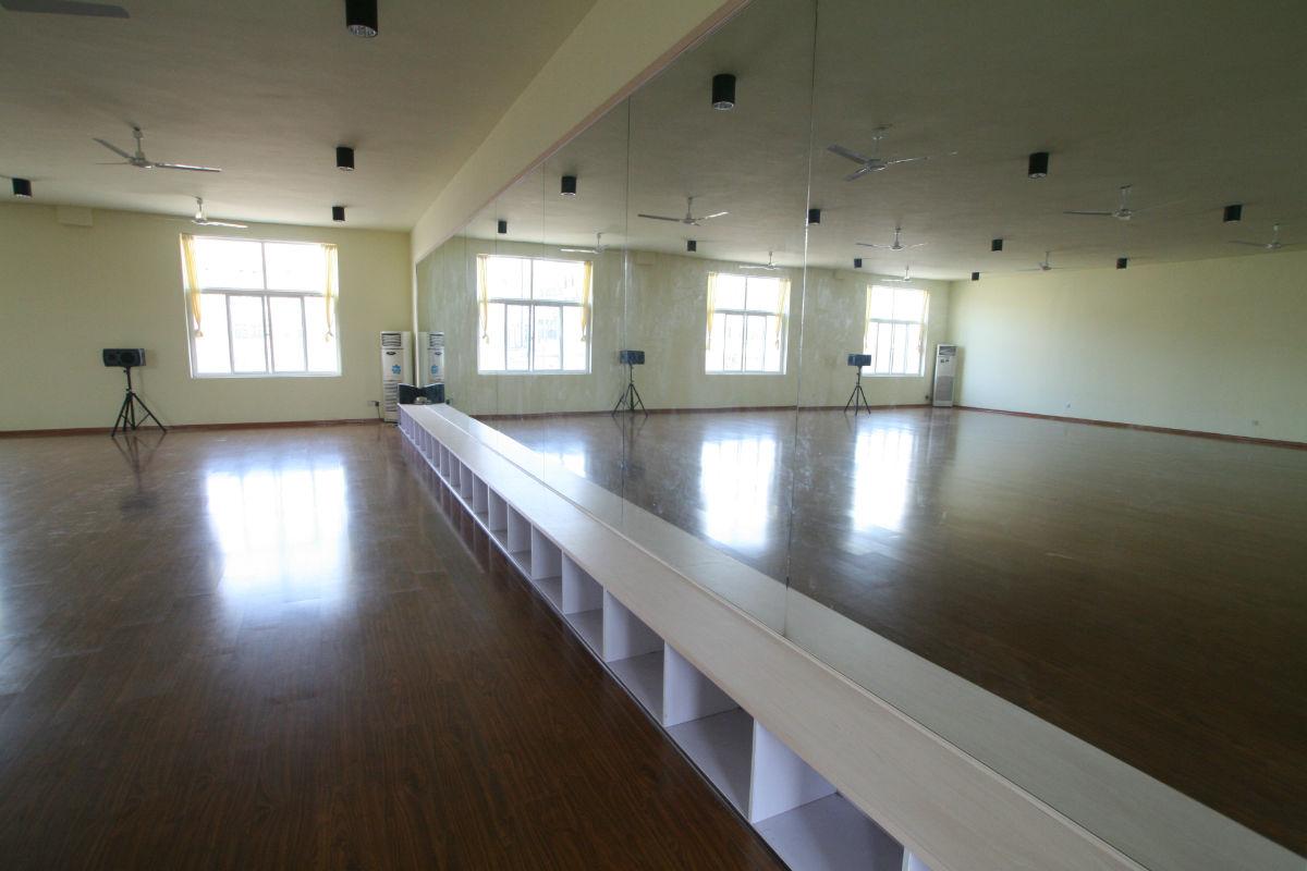 我校舞蹈教室教学面积500余平米图片