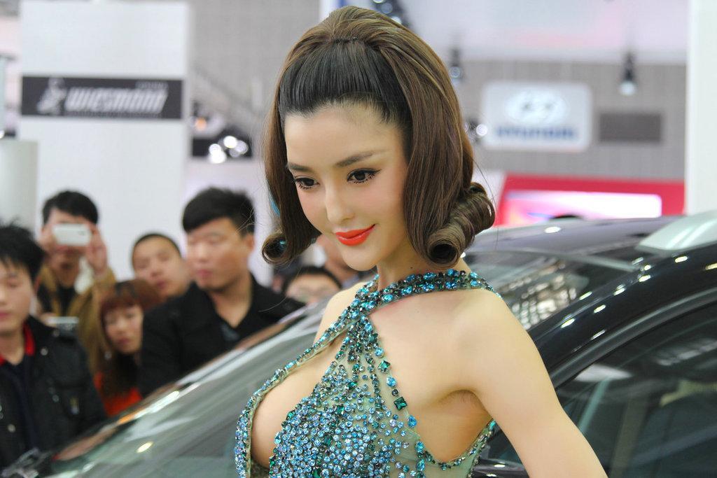 【美女秀场】没有ps的美女车模!