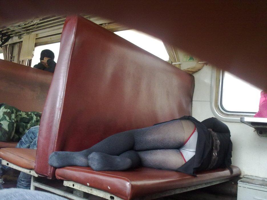 美女坐车真不低调―有图!转自武吧