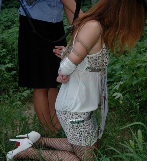【丧尸出品】国内漂亮美女贩被还你吗穿网袜