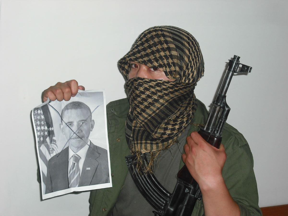 爆三张恐怖分子的照片图片