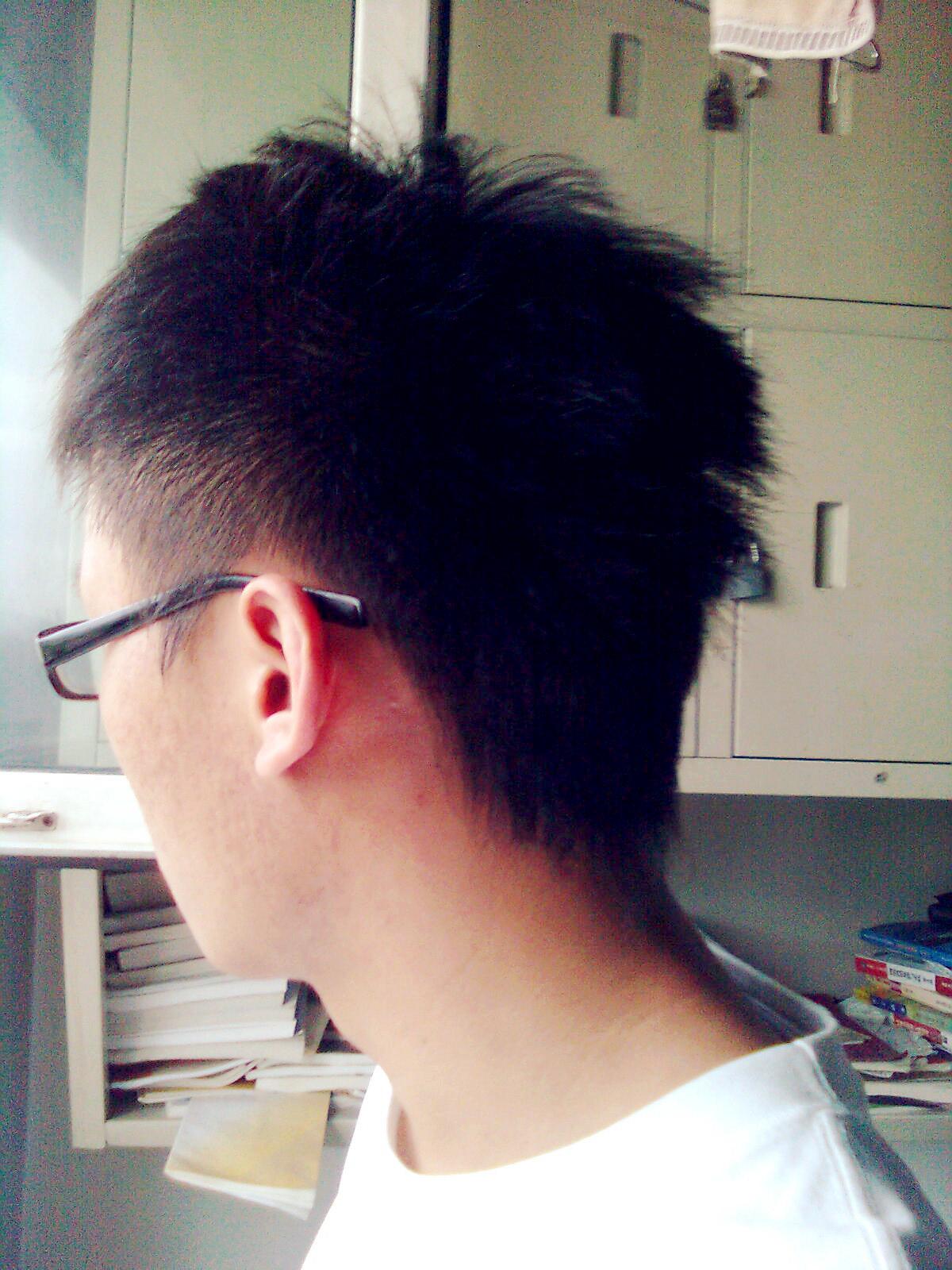 脑袋扁的男生适合什么发型分享展示图片