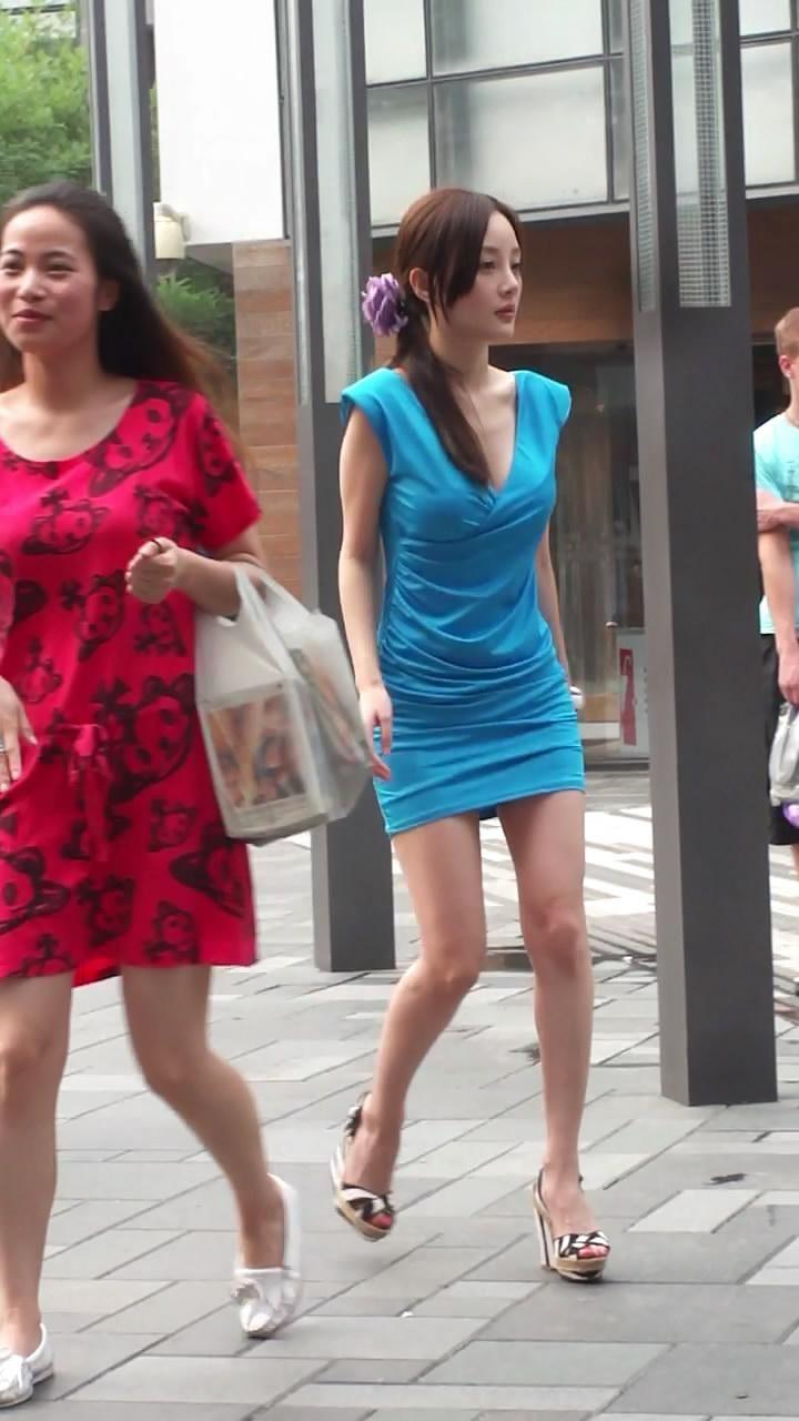 街拍抄底短裙无内裤 名门夜宴街拍抄底视频 -街头跟拍抄底美女 街头跟图片