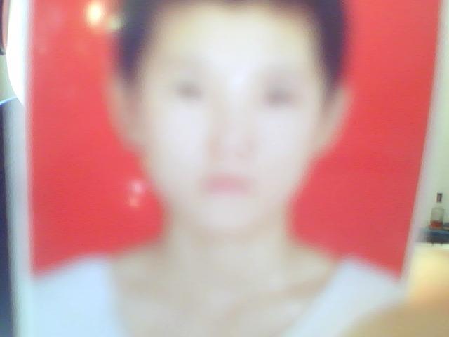 这是她说的十八岁时卡尺头型的照片.高清图片