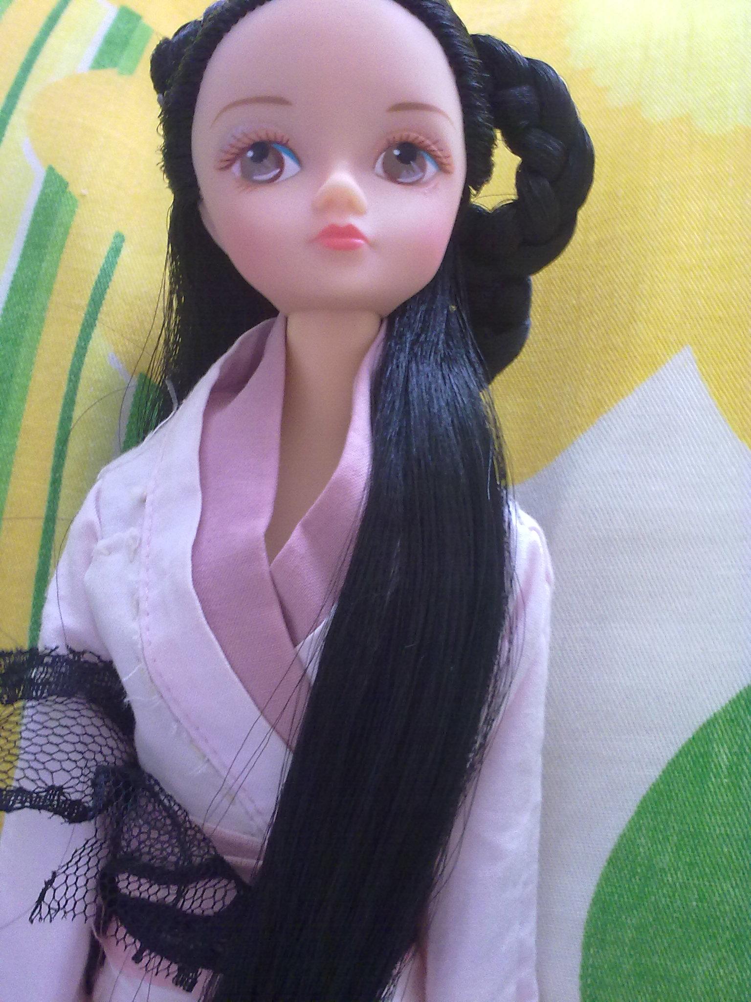 发型设计 可儿娃娃简单发型 > 漂亮飘逸发型的裸娃  漂亮飘逸发型的裸图片