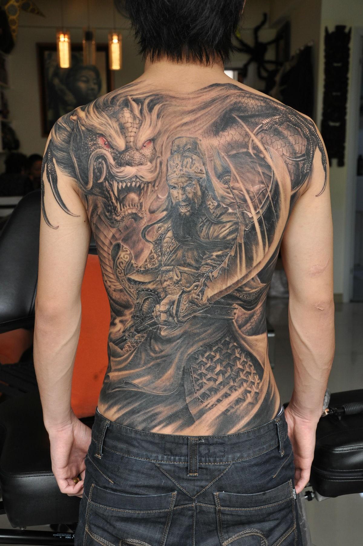 关羽纹身图案大全 国外美女 关公斩邪龙纹身图片