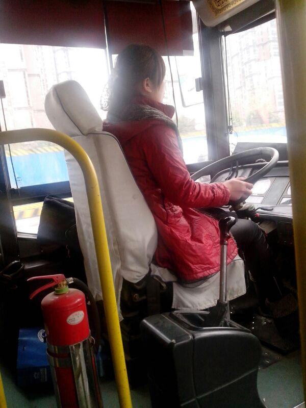 我在公交车上 司机是个美女