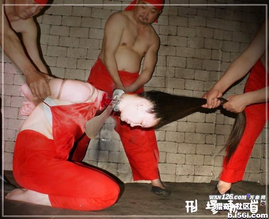 女犯被斩首示众图图片