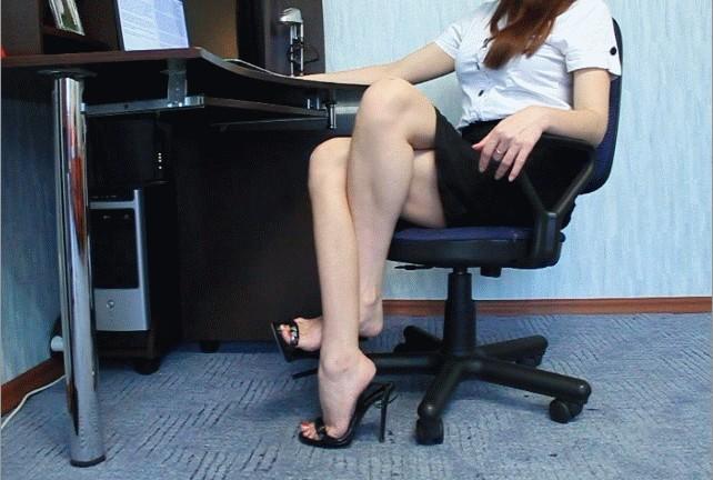 一个高难度的坐姿 有美女进来挑战下吗