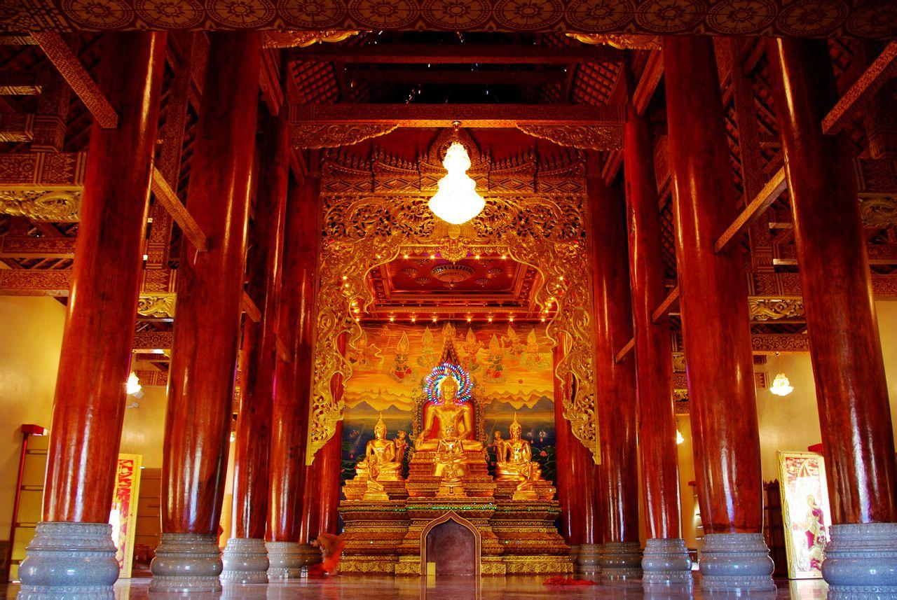 总佛寺大雄宝殿内景图片