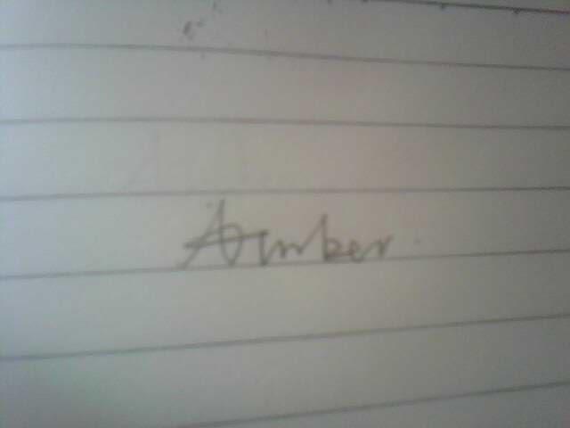 你们说这两个手写的英文名字那个好看?图片