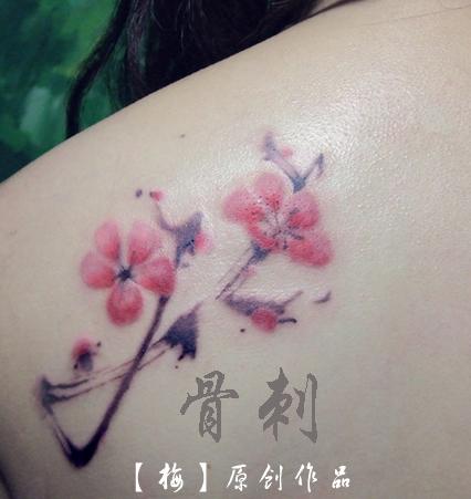 这次是他自己设计了一个字体纹身图片