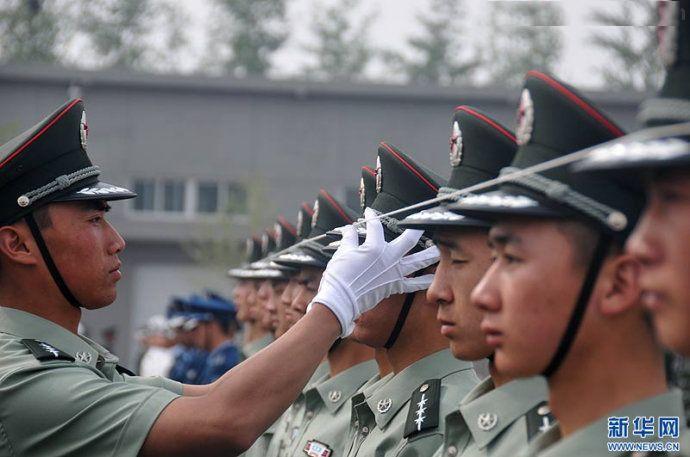 请详细介绍中国人民解放军07式军装的各军衔的图示:中国军队引进
