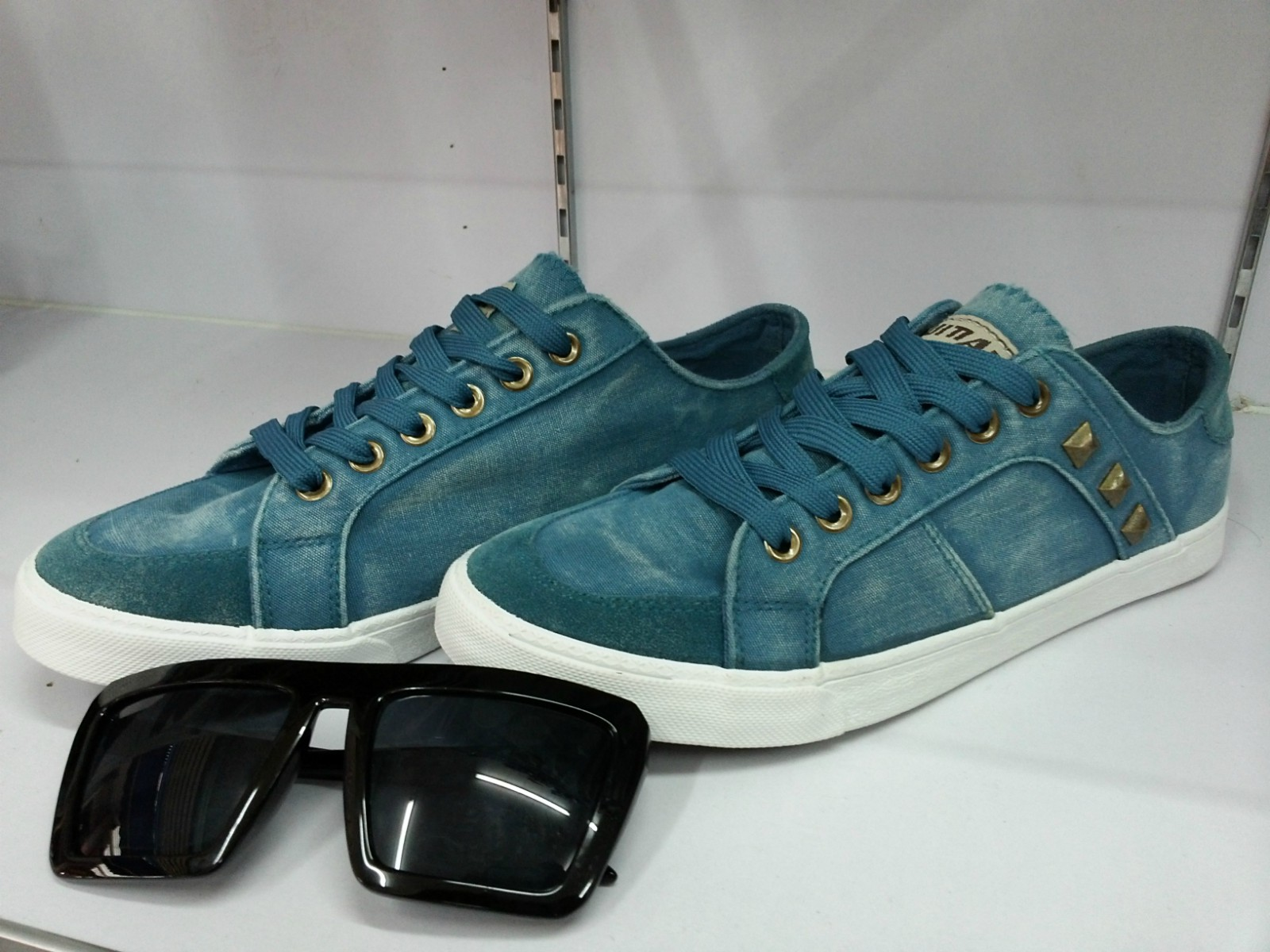 鞋$85元m字样前卫休闲鞋$:78元2013夏季时尚休闲板鞋$:65高清图片