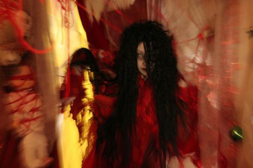 麻袋女表现出日本恐怖