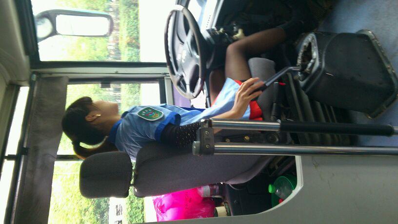 公交美女司机 有图有真相!