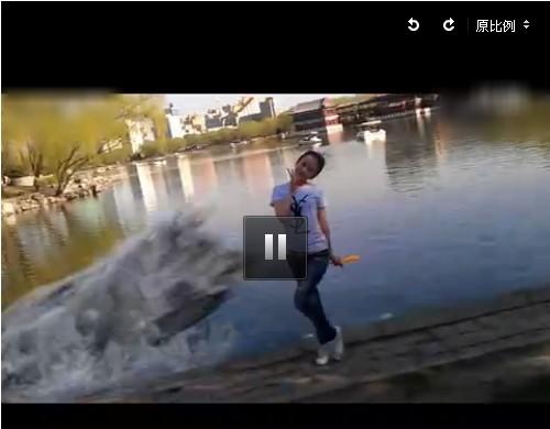 【瞬间视频】男子实拍女友被巨型鳄鱼吞吓死恶了