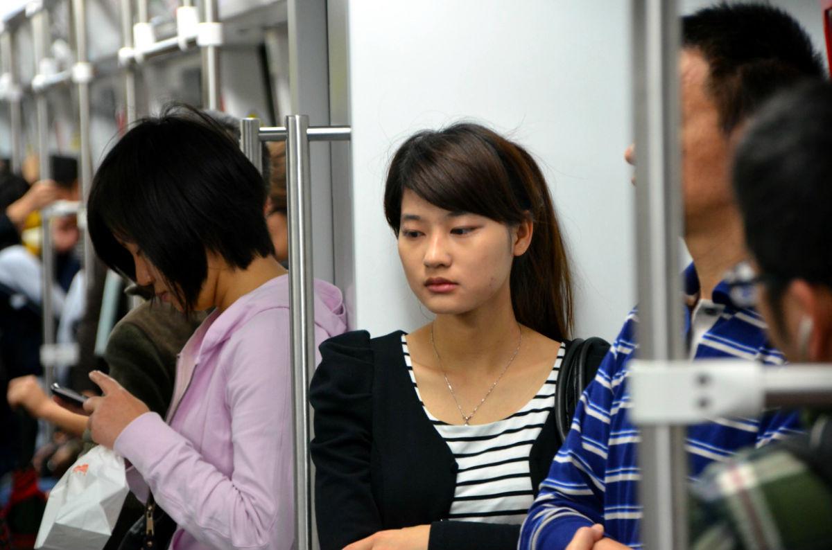 地铁上的美女 阜新吧