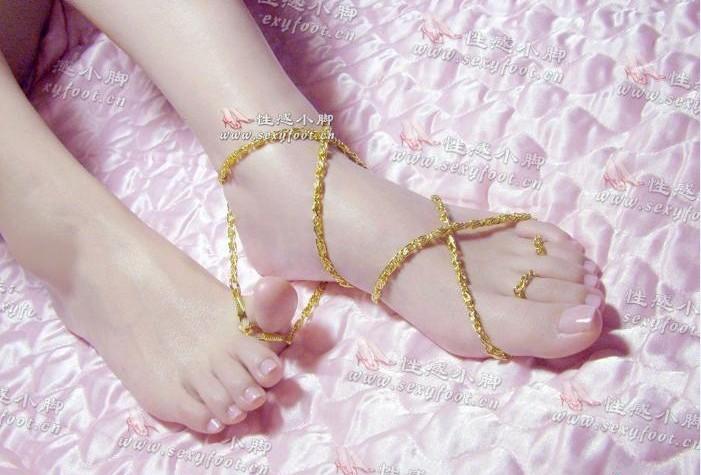 在美学家的字典里 女人足脚的美丽标准是