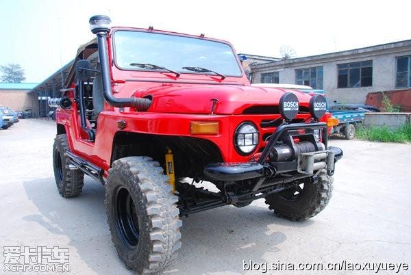 [装饰·改装] 【改装车】网友自己改装的红色北汽吉普212 高清图片