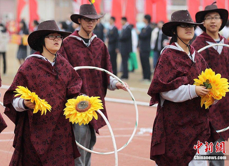 南京举行中学运动会 入场式创意大比拼图片
